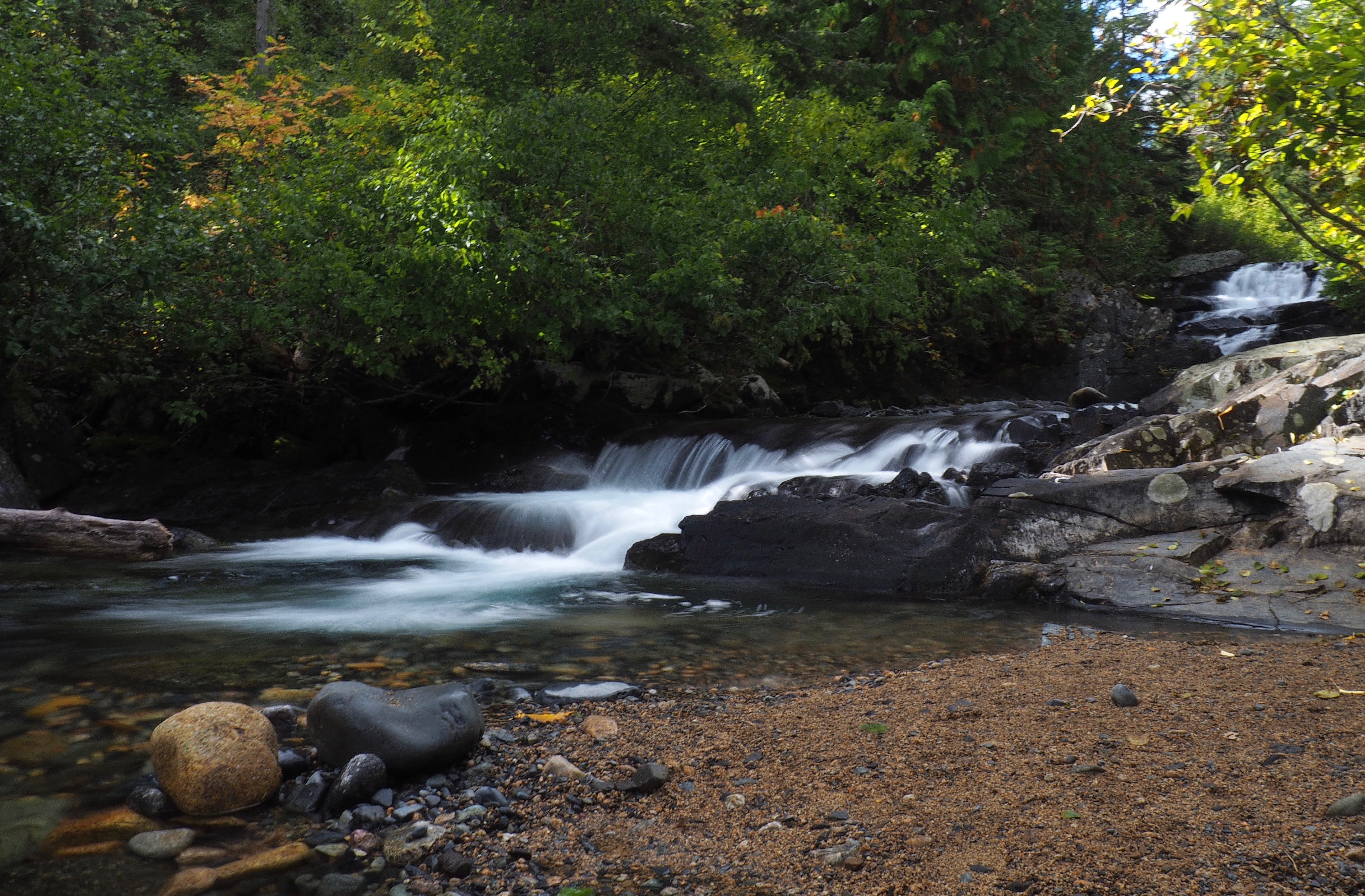 Cedar Creek approaches the falls from beyond sight by a series of shallow stairsteps. Cedar Falls Trail, September 21, 2016.