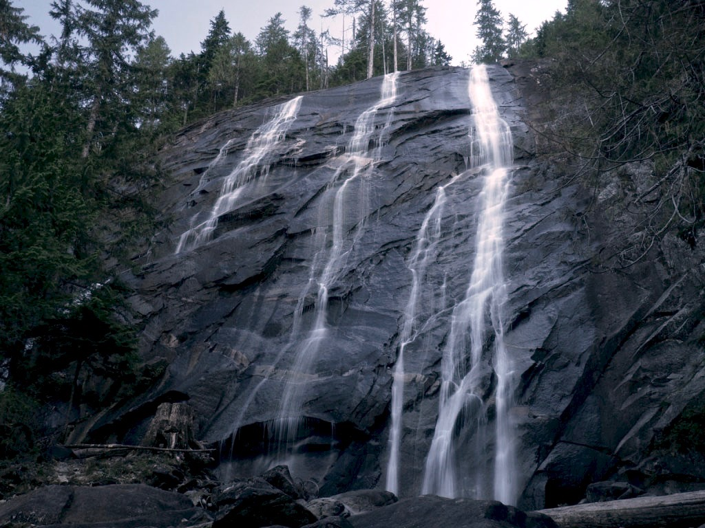 Approximately 1.70 miles/2.70 km from the trailhead, a steep, half-mile/0.80-km side trail leads to Bridal Veil Falls, where Lake Serene's waters spill in ribbons down a 205-foot/62.50-meter cliff. Incredibly, the visible portion of the falls is neither the entire nor even tallest portion of the falls, which has a total height of 1,291 feet/393 meters. Lake Serene Trail, August 29, 2016.